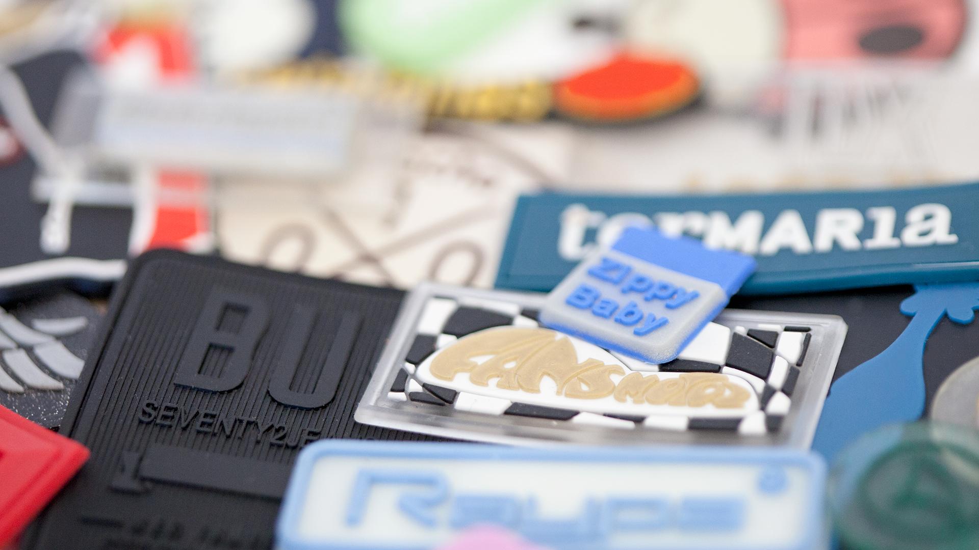 Etiqueta de goma, silicona y PVC